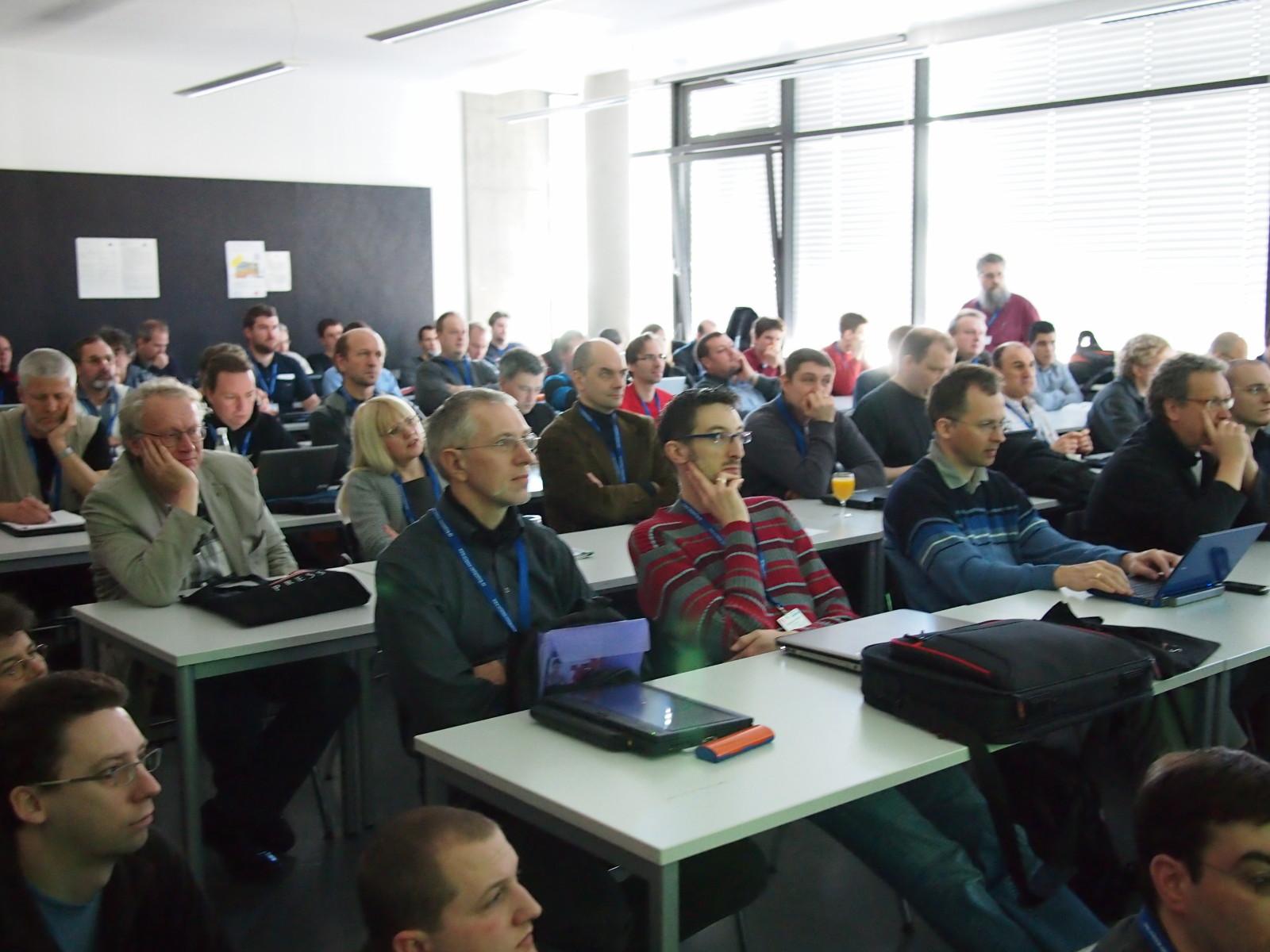 Bernd Erk überfüllte den Vortragsraum: Enterprise Monitoring mit Icinga